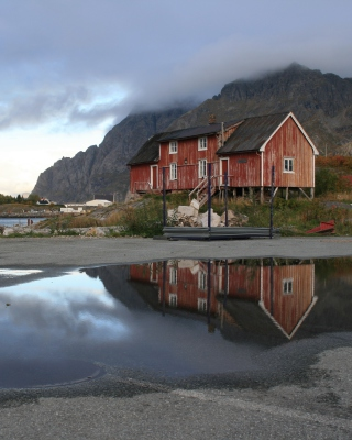 Norway City Lofoten with Puddles - Obrázkek zdarma pro 240x432