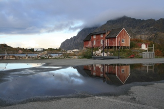 Norway City Lofoten with Puddles - Obrázkek zdarma pro LG P500 Optimus One