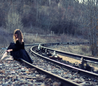Girl In Black Dress Sitting On Railways - Obrázkek zdarma pro iPad 3