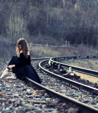 Girl In Black Dress Sitting On Railways - Obrázkek zdarma pro Nokia Asha 202