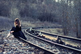 Girl In Black Dress Sitting On Railways - Obrázkek zdarma pro 1600x900