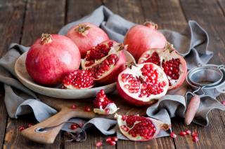 Fresh Pomegranates - Obrázkek zdarma pro 1366x768