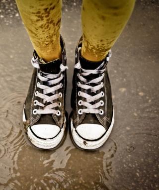 Sneakers And Rain - Obrázkek zdarma pro Nokia 300 Asha