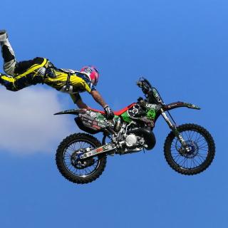 Motorcyclist Ride Jump - Obrázkek zdarma pro 208x208