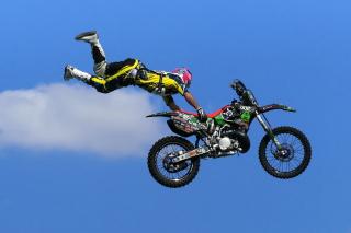 Motorcyclist Ride Jump - Obrázkek zdarma pro 1600x900