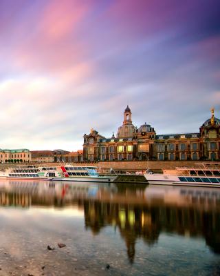 Dresden on Elbe River near Zwinger Palace - Obrázkek zdarma pro 480x640