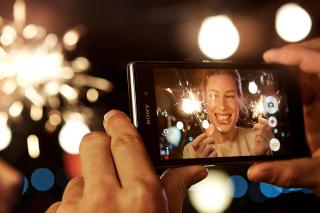 Sony Xperia Z1 - Obrázkek zdarma pro Samsung I9080 Galaxy Grand