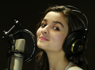 Free Alia Bhatt Picture for Android, iPhone and iPad