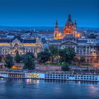 Budapest St Stephens Basilica and Danube Chain Bridge - Obrázkek zdarma pro 128x128