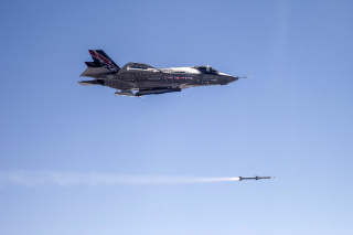 Lockheed Martin F 35 Lightning II - Obrázkek zdarma pro Sony Xperia Z1