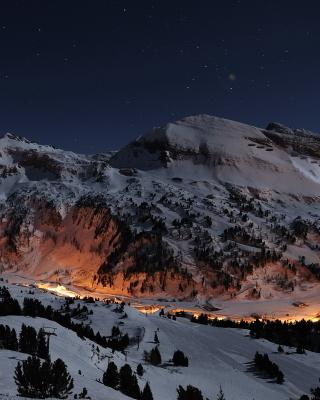 Snowy Mountains Sky Resort - Obrázkek zdarma pro Nokia Lumia 800