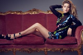 Gigi Hadid TopModel on Sofa - Obrázkek zdarma pro LG P500 Optimus One
