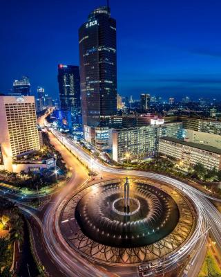 Bundaran Hotel Indonesia near Selamat Datang Monument - Obrázkek zdarma pro iPhone 3G