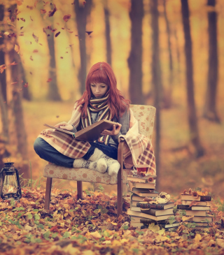 Girl Reading Old Books In Autumn Park - Obrázkek zdarma pro iPhone 5