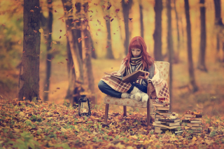 Girl Reading Old Books In Autumn Park - Obrázkek zdarma pro Desktop Netbook 1024x600