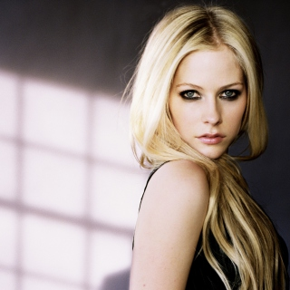 Cute Blonde Avril Lavigne - Obrázkek zdarma pro 1024x1024