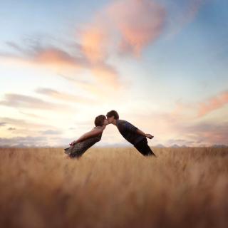 Couple Kiss Bokeh - Obrázkek zdarma pro iPad 2