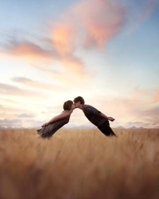 Couple Kiss Bokeh - Obrázkek zdarma pro iPhone 3G