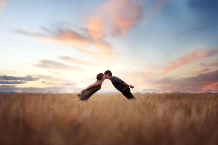 Couple Kiss Bokeh wallpaper