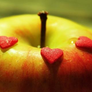 Heart And Apple - Obrázkek zdarma pro iPad Air