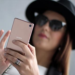 Sony Xperia Z3 Selfie - Obrázkek zdarma pro iPad Air