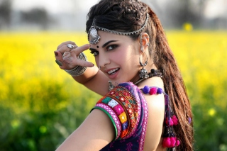 Jacqueline Fernandez In Ramaiya Vastavaiya Wallpaper for Android, iPhone and iPad
