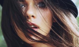 Beautiful Face - Obrázkek zdarma pro Motorola DROID 2