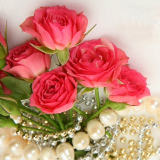 Necklace and Roses Bouquet - Obrázkek zdarma pro iPad Air