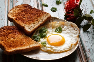 Free Breakfast with toast and scrambled eggs Picture for Android, iPhone and iPad