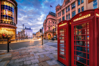 London Phone Booths Picture for Android, iPhone and iPad