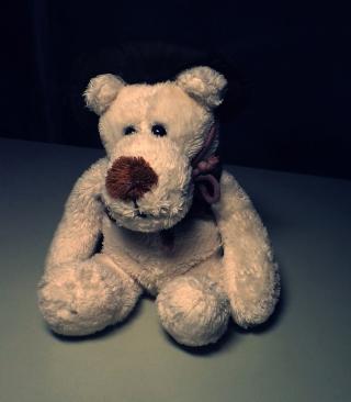 Sad Teddy Bear Sitting Alone - Obrázkek zdarma pro iPhone 4