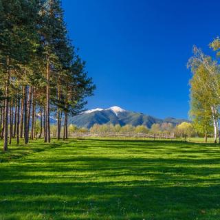 Bulgaria Mountains near Sofia - Obrázkek zdarma pro 1024x1024