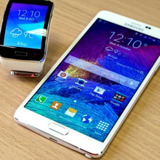 Samsung Galaxy and Samsung Gear S Smartwatch - Obrázkek zdarma pro 1024x1024