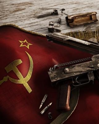 USSR Flag and AK 47 Kalashnikov rifle - Obrázkek zdarma pro 240x400