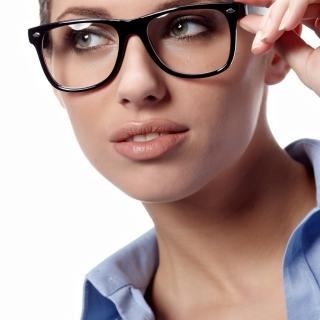 Girl in Glasses - Obrázkek zdarma pro iPad 2