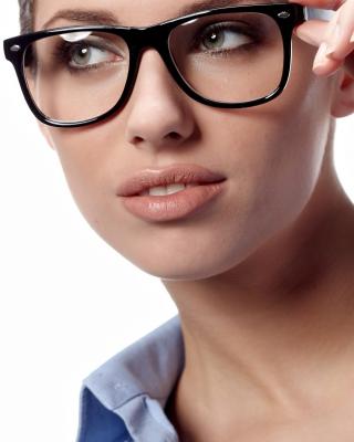 Girl in Glasses - Obrázkek zdarma pro Nokia Lumia 520