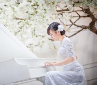 Cute Asian Girl In White Dress Playing Piano - Obrázkek zdarma pro 208x208