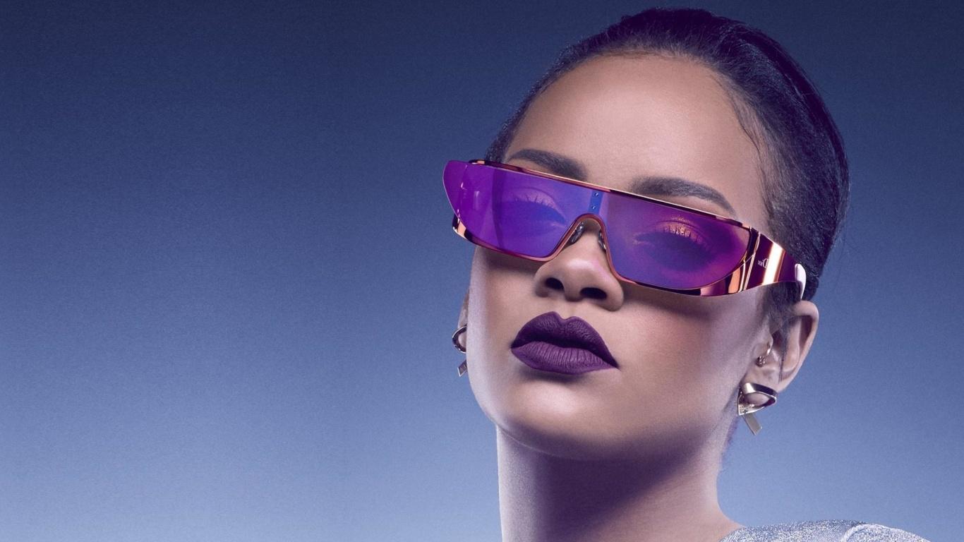 Screenshot №1 pro téma Rihanna in Dior Sunglasses 1366x768