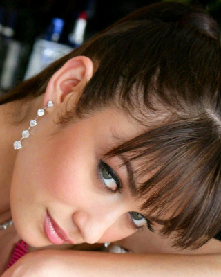 Olga Kurylenko Russian Girl - Obrázkek zdarma pro 320x480
