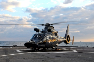 Helicopter on Aircraft Carrier - Obrázkek zdarma pro Widescreen Desktop PC 1440x900