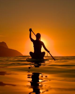 Sunset Surfer - Obrázkek zdarma pro Nokia Asha 202