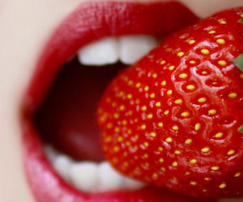 Screenshot №1 pro téma Tasty Strawberry 480x400