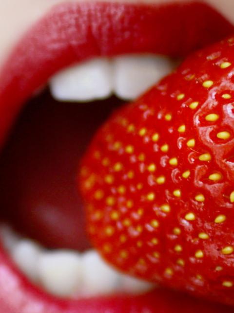 Screenshot №1 pro téma Tasty Strawberry 480x640