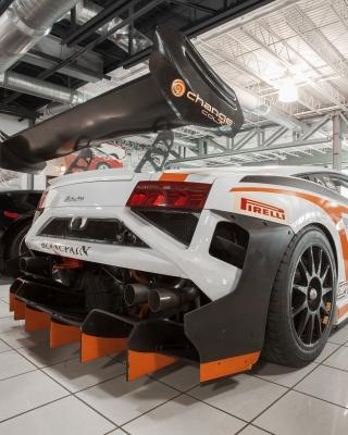 Lamborghini in Garage - Obrázkek zdarma pro Nokia Asha 501