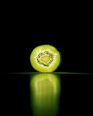 Kiwi Reflection - Obrázkek zdarma pro Nokia C5-05