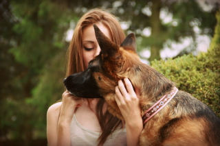 Girl And German Shepherd - Obrázkek zdarma pro Widescreen Desktop PC 1920x1080 Full HD