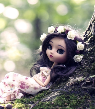 Beautiful Brunette Doll In Flower Wreath - Obrázkek zdarma pro 132x176