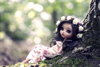 Beautiful Brunette Doll In Flower Wreath - Obrázkek zdarma pro Samsung Galaxy Tab S 8.4