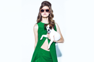 Fashion Girl With Dog - Obrázkek zdarma pro Desktop Netbook 1366x768 HD