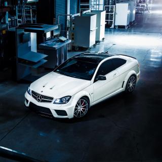 Mercedes Benz C63 AMG - Obrázkek zdarma pro iPad mini